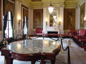 08 reception room table
