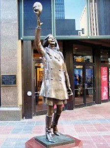 09 mtm statue