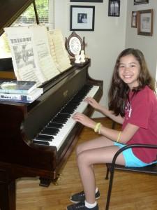 25 Kayla piano