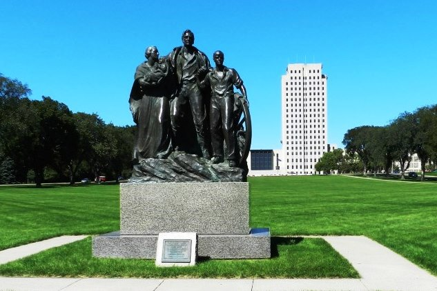 00 Bismarck Capitol lawn statue.C jpg