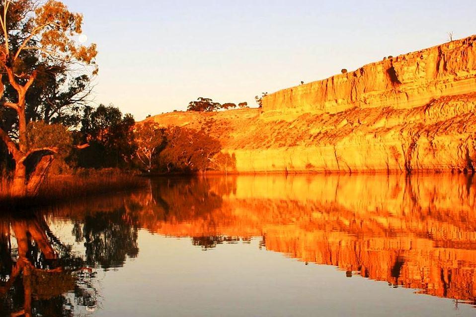 24.murray river cliffs