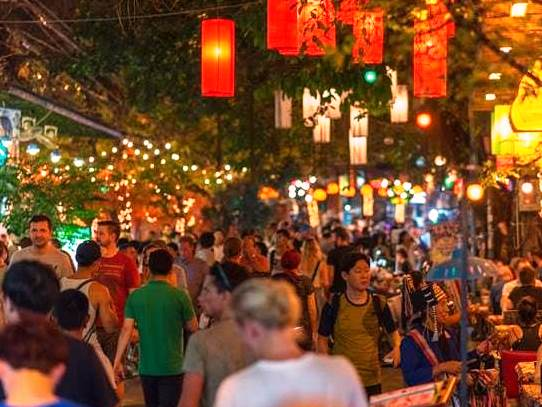 01.bangkok crowded street